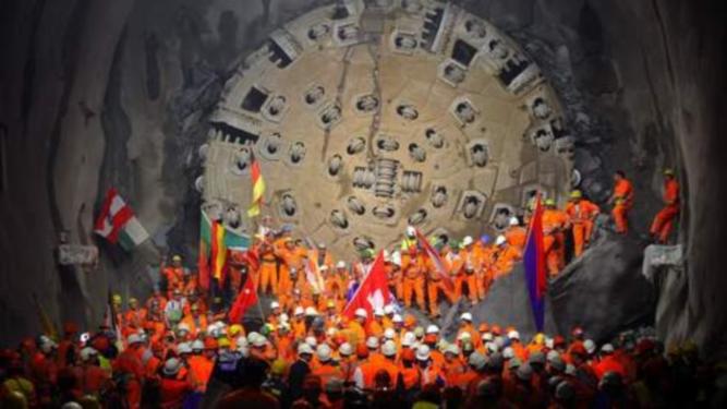 Le tunnel du Gothard venant d'être percé (AFP)