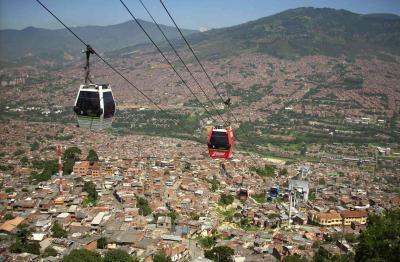 Le téléphérique urbain, une idée séduisante ? (Ici à Medellin)