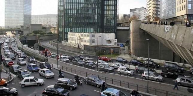 """La pollution de l'air en ville est devenue, peu à peu, une donnée avec laquelle il faut composer, rangée dans la catégorie du """"il faut faire avec""""."""