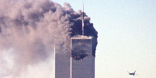 Le 11 septembre 2001, les tours jumelles, symboles de la puissance économique des Etats-Unis, s'enflamment et s'effondrent en moins de deux heures