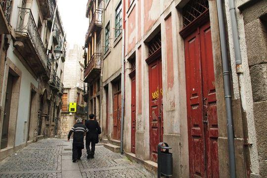 Dans la rua da Reboleira, seuls huit logements sont encore habités.
