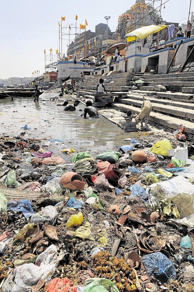 Le Gange est le fleuve de tous les superlatifs. Long de 2.500 kilomètres, il traverse les principaux Etats du nord de l'Inde. Son bassin (avec ses affluents) représente un quart de la surface du pays et plus de 400 millions d'habitants, ce qui en fait le plus peuplé du monde.