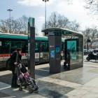 Une préfiguration innovante et multiservices de l'abribus intelligent du futur pour connecter les voyageurs au réseau de transport et à la ville par l'information digitale. Un concentré de services, des écrans qui mettent tout Paris au bout des doigts.