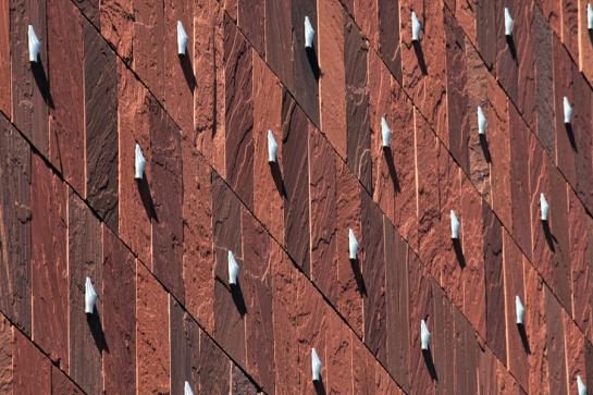 Les mains d'Anvers sur la façade du MAS ©Neuleings-Reidijk Architecten