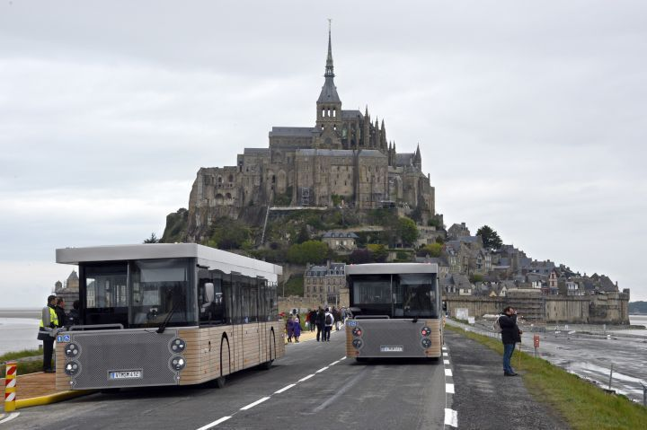 Mont saint michel un parking plus cher mais moins de marche urbanews - Marche saint michel paris ...