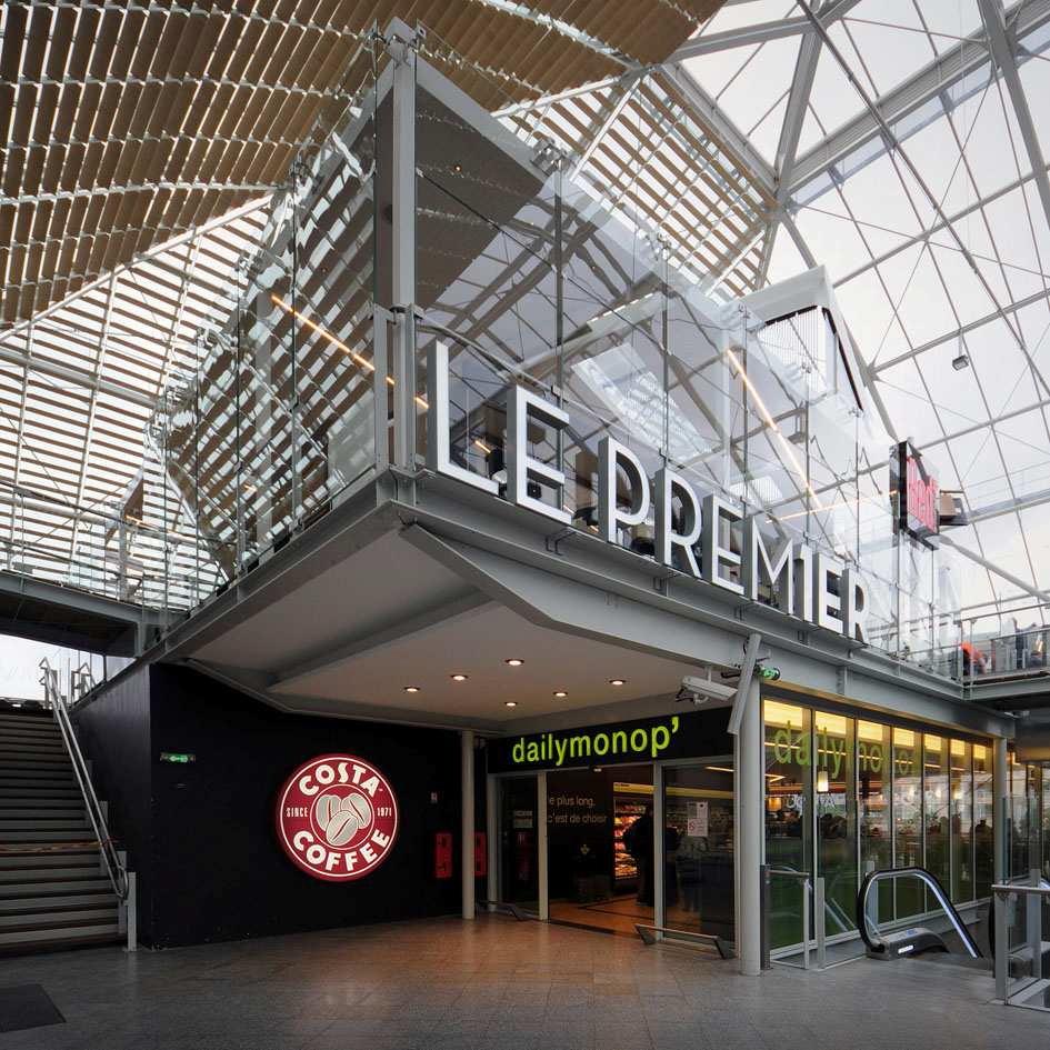 Commerces et services en gare.  Crédits photo : SNCF-AREP / Photo M. Lee Vigneau