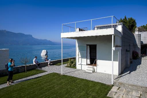 suisse deux maisons extr mes sur le lac l man urbanews. Black Bedroom Furniture Sets. Home Design Ideas