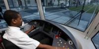Transports publics: Bernard Cazeneuve refuse de baisser la TVA à 5%