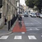 Un barrière de potelets pour sécuriser le trottoir....