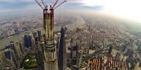A Shanghai, dernière poutre posée sur la 2e tour la plus haute du monde
