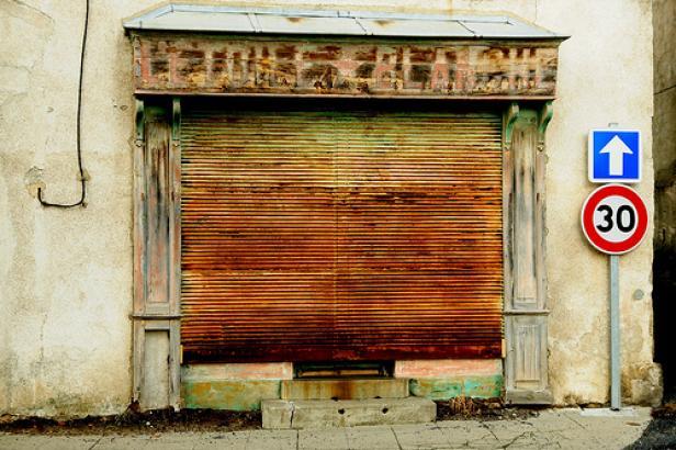 Un commerce fermé parmi tant d'autres / © wordtourer - flickr