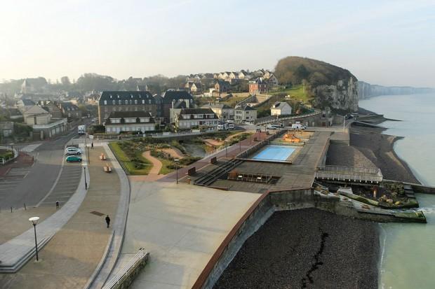 Le projet de l'Atelier Ruelle sur l'aménagement du front de mer de la commune normande de Veules-les-Roses / © Commune de Veules-les-Roses