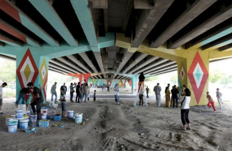 Autobarrios San Cristóbal (Basurama). Habitants du quartier San Cristóbal à Madrid requalifiant un espace sous un pont