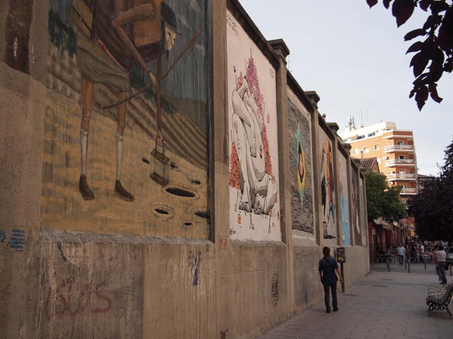 Les fresques artistiques entourant les enceintes de La Tabacalera (source : Marta Nimeva Nimeviene, Wikimedia Commons)