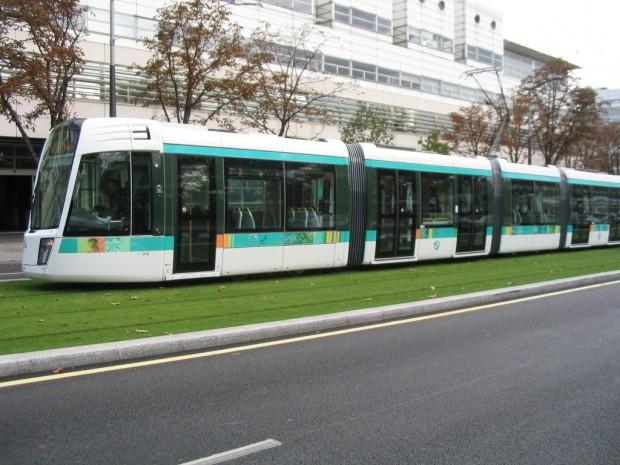 La ligne 3 du Tramway parisien utilise déjà des supercondensateurs sur certaines portions dépourvues de caténaires.