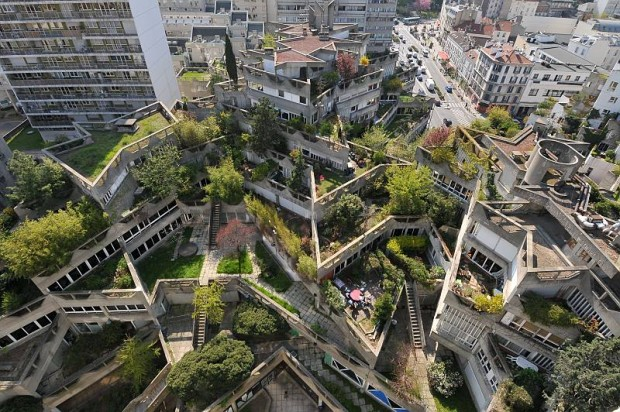 """Nous sommes fiers de vous présenter le meilleur projet de """"Réinventer Paris"""" ! Toitures végétalisés, agriculture urbaine et mixité sociale ! Ah, ce n'est pas ça ? C'est l'opération """"Jeanne Hachette"""" à Ivry-sur-Seine crée par Jean Renaudie en 1975 ? Pardon, nous avions confondu. Décidément..."""