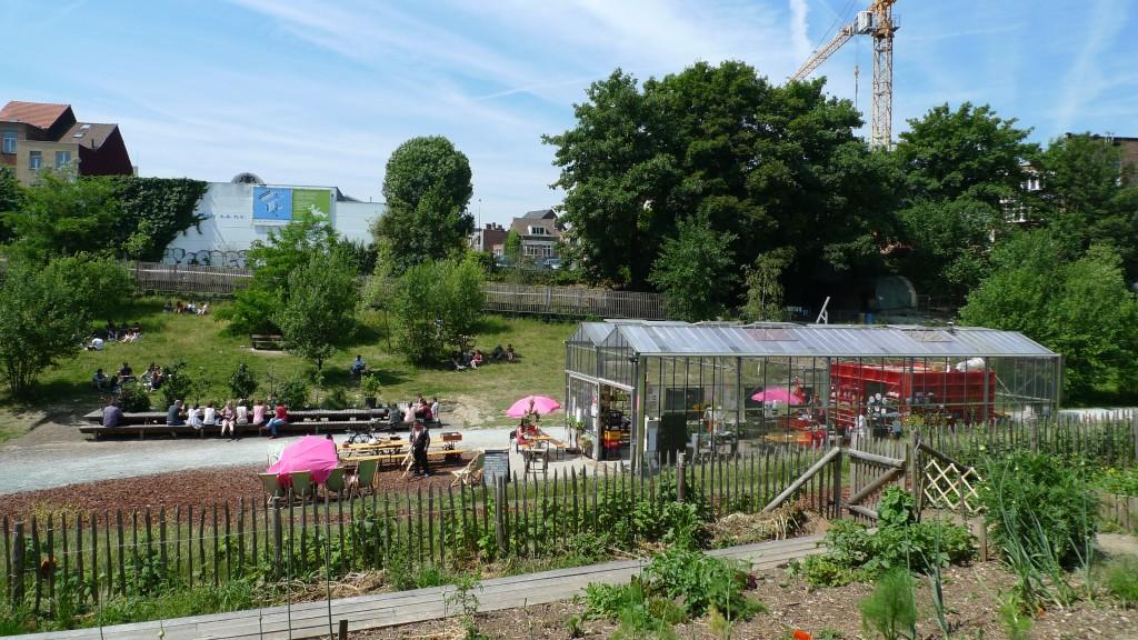 Un parc associant une ferme urbaine, des jardins partagés, un four à parin, etc. en plein cœur d un quartier de Molenbeek, Bruxelles | Source : Espaces Possibles