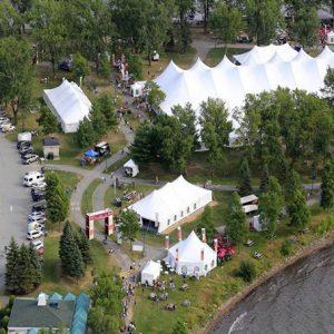La ville de Magog accueille de nombreux touristes le temps de La fête des Vendanges – Source : Québec Original