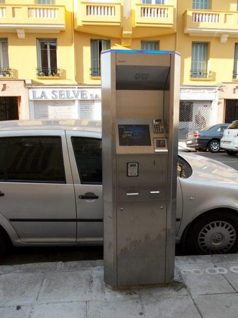 borne-parking-Nice-753-e1462446196458-768x1024
