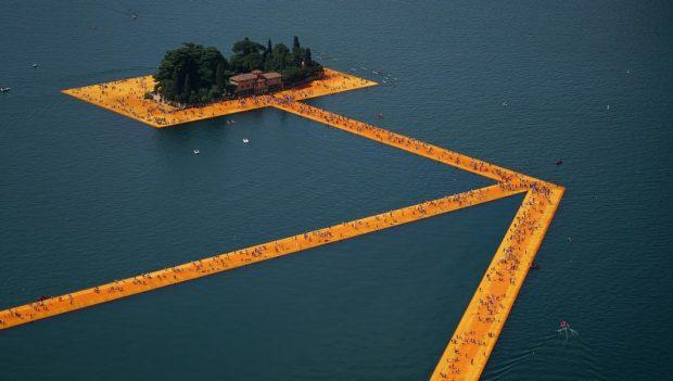 Une œuvre intégralement dédiée aux visiteurs, aux curieux et aux amateurs d'art / © Christo et Jeanne-Claude
