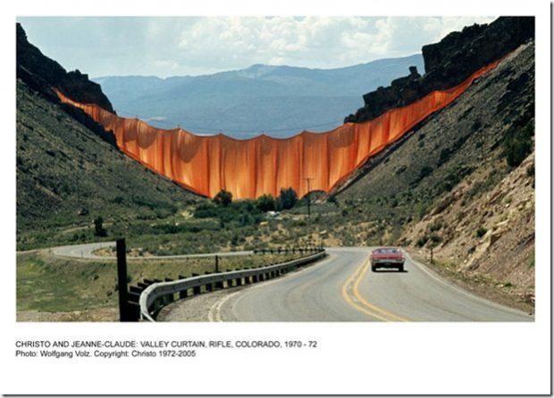 Le projet Valley Curtain réalisé en 1970-1972 en Californie / © Wolfgang Volz.