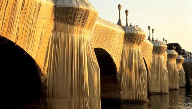 Le pont neuf comme neuf sous les toiles du couple d'artistes / © Christo et Jeanne-Claude