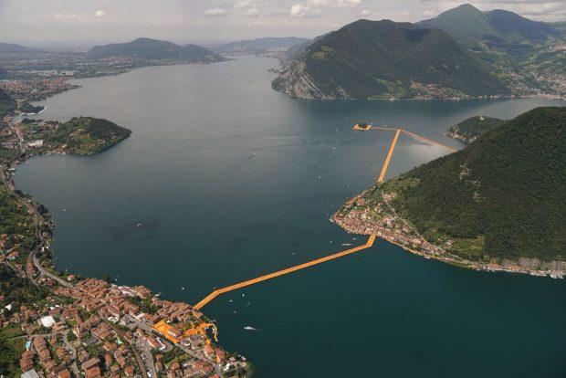 The Floating Bridge - Les Ponts Flottants / © Christo et Jeanne-Claude