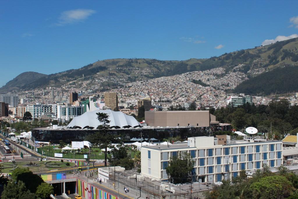 La maison de la culture équatorienne et son jardin, investis par la conférence Habitat III, dans le centre de Quito.
