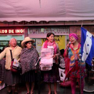 Représentantes de mouvements de paysan-ne-s indigènes de Bolivie, du Pérou, du Salvador et du Honduras (de gauche à droite)