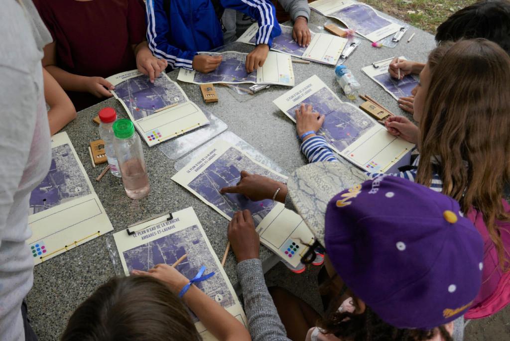 Atelier de cartographie sensible organisé avec un groupe d'enfants pour récolter leurs perceptions du lac de la Blanche près de Bordeaux - Avec l'association le Labo des histoires Nouvelle-Aquitaine